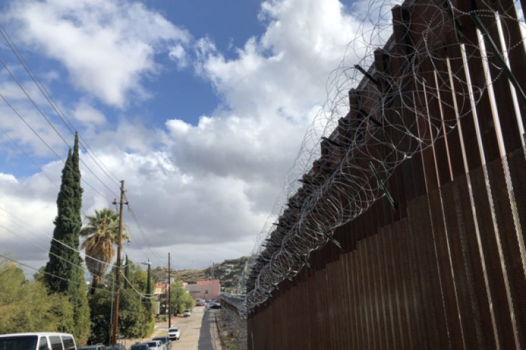 A section of the border wall cuts a line between Nogales, Arizona, and Nogales, Mexico. Photo: Lynette Wilson/Episcopal News Service